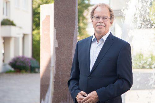 Bürgermeister Florian Kasseroler spricht über geplante Investitionen in Nenzing. EM