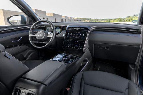 Cockpit: volle Digitalität, garniert mit analogen Steuerungselementen.