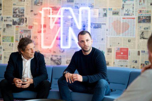 Der Schweizer Ahmet Schäfer, im Bild rechts mit Austrias Vorstandssprecher Bernd Bösch, setzt vermehrt auf Grün-Weiß.VN-Spera