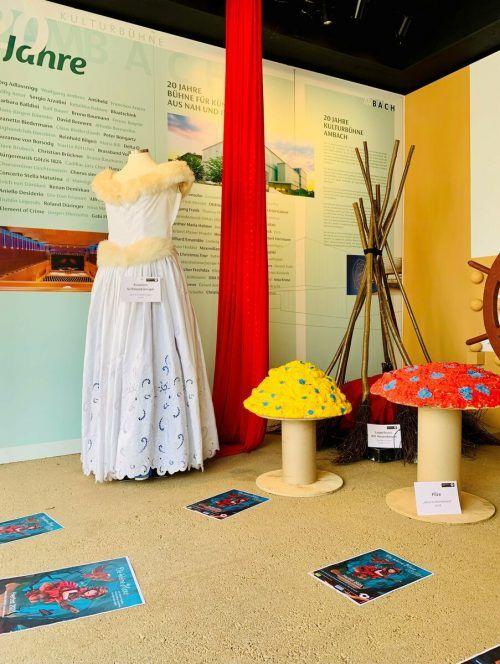 Der Spielkreis zeigt im Portierhüsle Kostüme und Requisiten. Marktgemeinde
