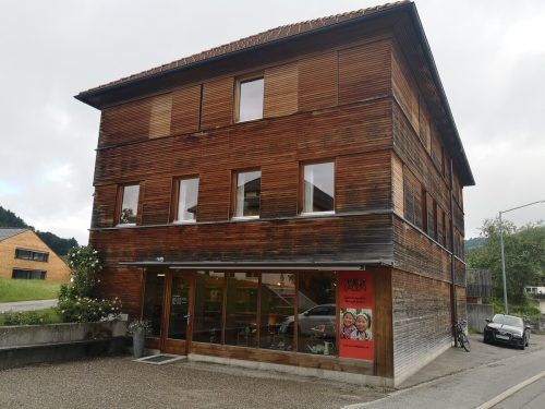 Der Weltladen Hittisau ist in bester Lage am Dorfplatz situiert. me/3