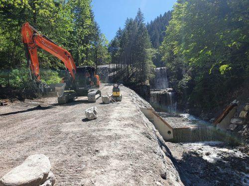 Der Fahrweg im Bereich der oberen Trinkwasserquelle muss verlegt werden.Em