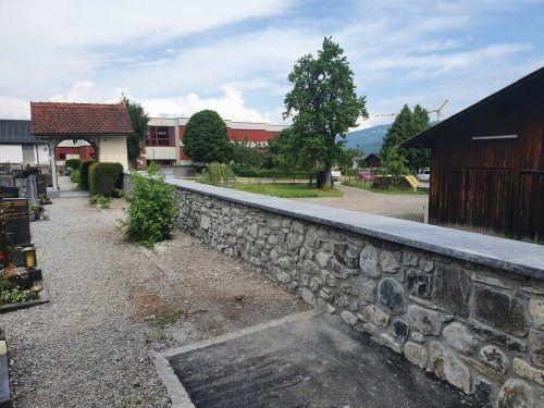 Die denkmalgeschützte Friedhofsmauer wurde vor Kurzem saniert.EM