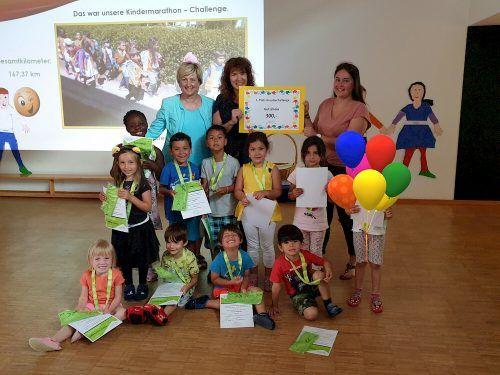 Die Kindergartenkinder vom Sunnabühel konnten sich gemeinsam mit ihren Pädagoginnen über den ersten Preis freuen.Gemeinde