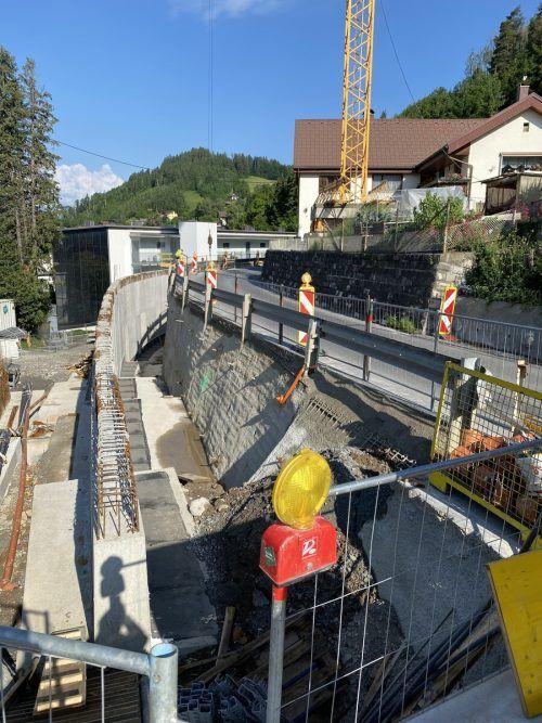 Die Vorarbeiten in Form von Errichtung weiterer Stützmauern konnten bereits erledigt werden.VN/JS