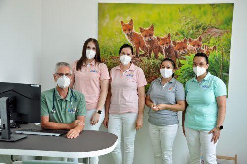 Dr. Harald Geiger und sein Team stehen den jungen Patienten zur Verfügung, ebenso wie junge Ärzte in Facharztausbildung.lcf (2)