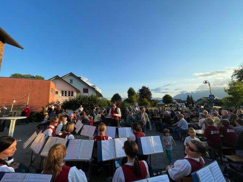 Ein herrlicher Sommerabend beim Dämmerschoppen in Weiler. Daniel Stöger