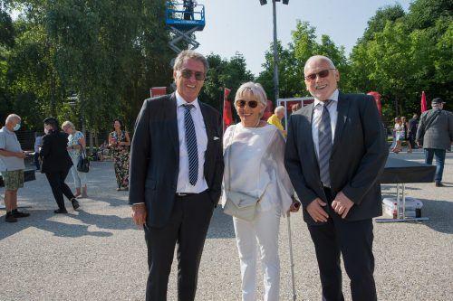 Ernst und Martha Le Duigou (l.) mit Bürgermeister Dietmar Summer.