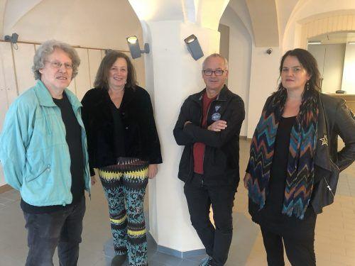 Evelyne Fricker, Georg Vith, Bettina Bohne, Benny Gleeson vom Verein OffenArt besichtigen den Raum im Kleinen Luger. ERH