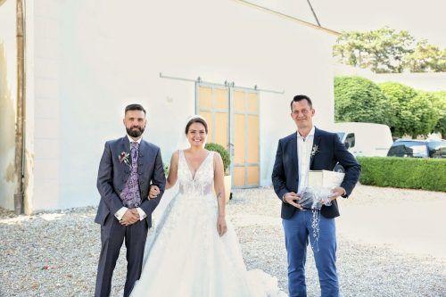 Minister Wolfgang Mückstein hat sein Versprechen, zur ersten Hochzeit nach den Corona-Lockerungen zu gehen, im Burgenland eingehalten. APA