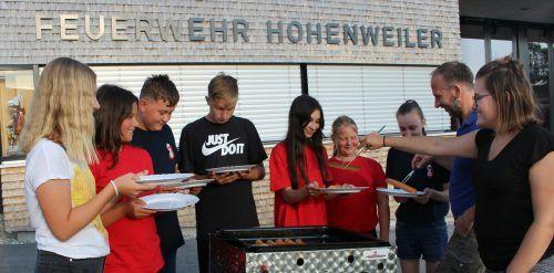 Nach der letzten Probe vor der Sommerpause gab es für den Hohenweiler Feuerwehr-Nachwuchs zum Abschluss des schwierigen Jahrs ein kleines Grillfest. STP