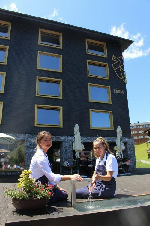 """Ohne offizielle Feier wurde das Warther Projekt """"Neue Dorfmitte"""" mit Hotel Biberkopf, Dorfplatz und Tiefgarage eröffnet."""