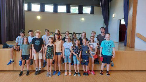Teilnehmer des Tischtennisturniers. Längle