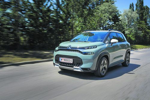 Zur bekannten optischen Fröhlichkeit des C3 Aircross hat Citroën jetzt ein wenig mehr Kantigkeit addiert. LED-Licht ist nun serienmäßig dabei.