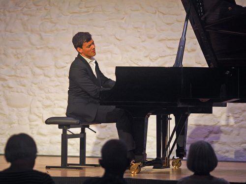 Aaron Pilsan bei den Schlosskonzerten in Langenargen. Voith