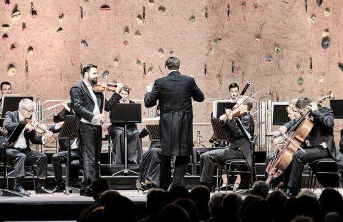 Als großer Höhepunkt ist sicherlich das Violinkonzert in D-Dur mit dem meisterhaften Violinisten Dalibor Karvay zu bezeichnen. Lech classic/flashaar