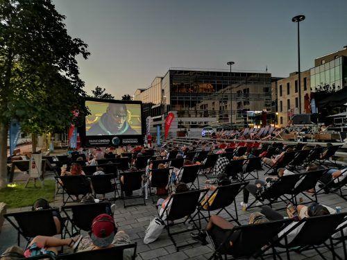 Am 4. September gibt auf dem Gymnasiumhof in Feldkirch Silent Cinema – ein Open-Air-Kino der besonderen Art.Silent CInema
