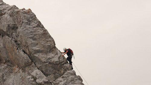 Auch der sichere Tritt am steilen Felsen will geübt sein.