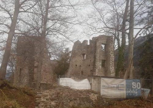 Auch in diesem Jahr werden an der Ruine Alt-Ems umfangreiche Sanierungsmaßnahmen durchgeführt. Im Fokus ist der Gefängnisturm. mima