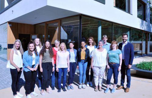 Beim Kennenlernfrühstück traf sich das neue Team der Bingser Zwergenvilla zum Austausch mit Bürgermeister Simon Tschann und Bildungsstadtrat Bernhard Corn.Stadt Bludenz
