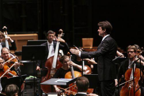 Chefdirigent Leo McFall beim Festspielkonzert mit dem SOV. BF/Mathis