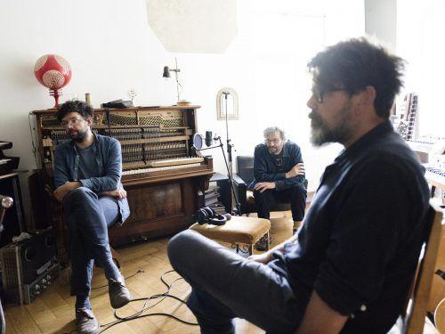 Cico Beck, Markus Acher und Micha Acher von der deutschen Band The Notwist, die 1989 in Weilheim gegründet wurde. Von foris