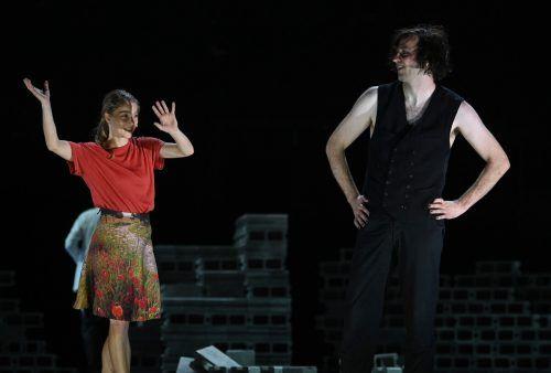 Darstellerische Lichtpunkte im Dunkel des Bergwerks bieten Lea Ruckpaul (Anna) und Marcel Kohler (Elis Fröbom). apa