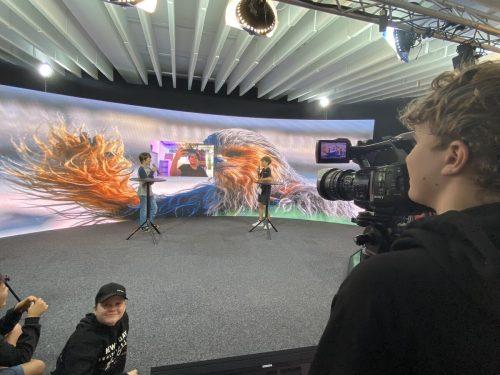 Das Highlight der Exkursion war für die Jugendlichen der Besuch des neuen TV-Studios von Russmedia. VN/Haller