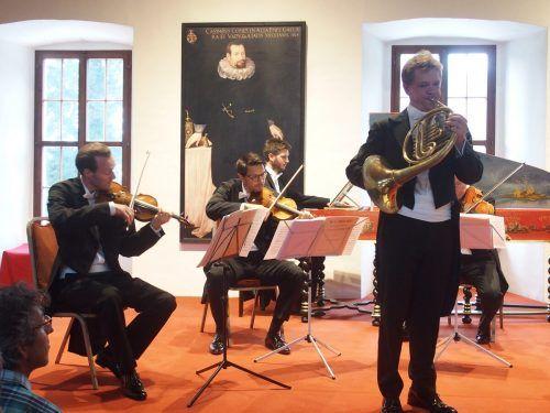 Das Honeck Quartett mit Peter Dorfmayr, dem Solohornisten der Wiener Symphoniker im Rittersaal des Palastes in Hohenems. ju