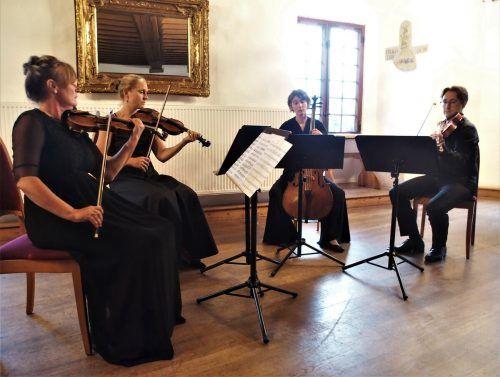 Das Quartetto Abbraccio mit Ingrid Loacker, Susanne Mattle, Bianca Riesner und Michael Köck in der Schattenburg. ju
