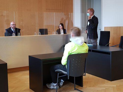 Der deutsche Angeklagte ist nicht geständig, ein wichtiger Zeuge muss noch gehört werden. Der Prozess wurde deshalb vertagt. eckert