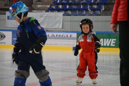 Der Feldkircher Eislaufverein bietet auch im Sommer Kurse an. FEV