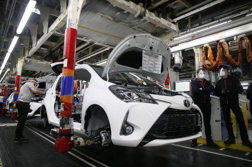Der Halbleiter-Engpass hat nun auch Branchenprimus Toyota erreicht. AP