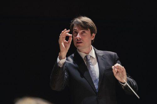 Der junge Chefdirigent des SOV, Leo McFall, leitet zum ersten Mal ein Festspielkonzert. SOV