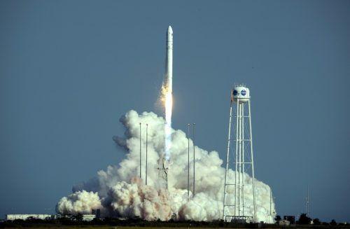 """Der unbemannte Raumfrachter hat mit einer """"Antares""""-Rakete abgehoben. AFP"""