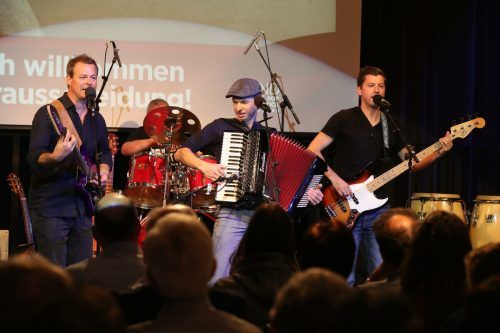 Die Band Söf ist eine von insgesamt sieben Bands, die es heute und morgen beim Soundcheck Open Air in Thüringen richtig krachen lassen werden. SÖF