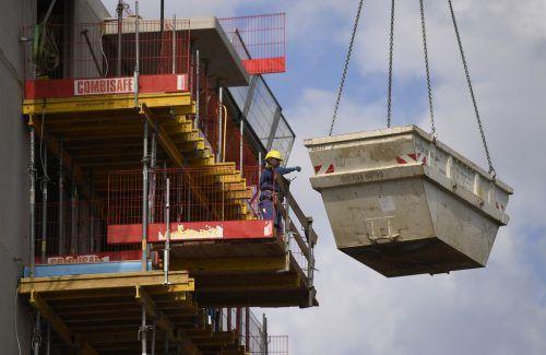 Die Bautätigkeit verliert laut Ökonomen etwas an Dynamik. APA