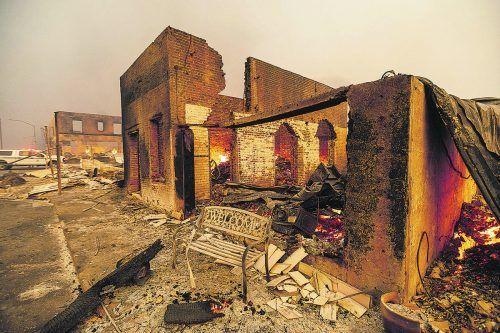 """Die """"Dixie-Feuer"""" in Kalifornien haben das Bergdorf Greenville im Norden verwüstet. Geschäfts- und Wohngebäude wurden zerstört. AP"""