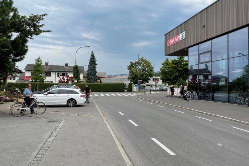 Die Firma Spar, deren Markt sich an der Kreuzung Kernstockstraße befindet, trägt ein Drittel der Kosten. Stadt