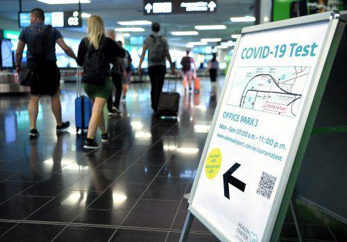 Die Flughäfen verschärfen die Coronamaßnahmen vor Ort.apa
