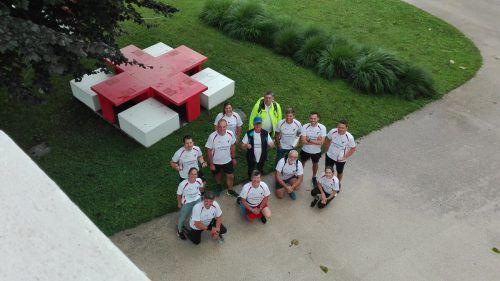 Die Friedensläufer beim Tisch für private Friedensgespräche im Lustenauer Schützengarten.RK