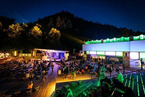 Die Gestaltung des Poolbar-Festival-Areals wird jedes Jahr neu mit professioneller Unterstützung im Generator-Programm erarbeitet.M.Rhomberg