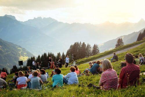 Die Konzerte finden in kleinem Rahmen und an besonderen Orten statt. Montafon Tourismus