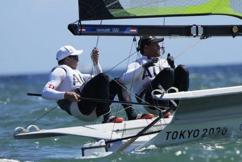 Die Olympia-Zehnten Benjamin Bildstein (.) und Vorschoter David Hussl erreichten in 13 Wettfahrten acht Top-10-Resultate.Reuters