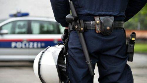 Die Polizei ist einem Einbrecher auf den Fersen.symbol/apa