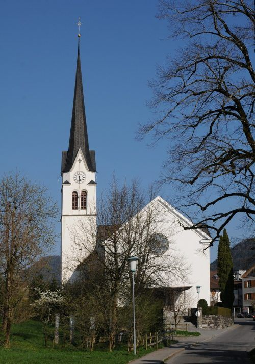 Die röm.-kath. Pfarrkirche Lingenau ist dem heiligen Johannes der Täufer geweiht und gehört zum Dekanat Vorderwald-Kleinwalsertal.