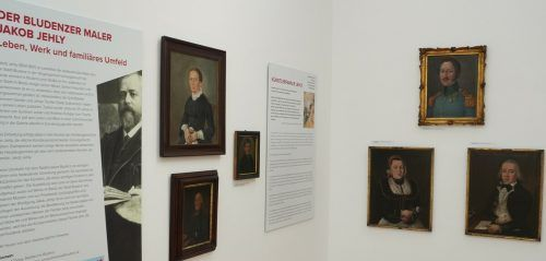 Die Schau ist mit Informationen versehen, die den Besuchern die Familie Jehly und deren Kunst näherbringt. DEF, Kulturbüro