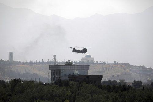 Die USA evakuieren ihre Botschaft per Hubschrauber.