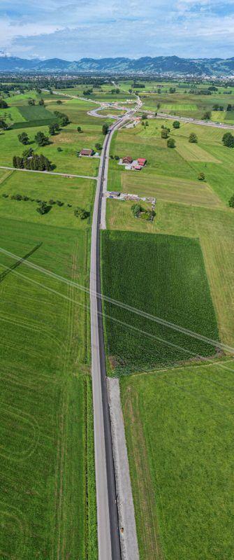 Diese Straße soll Dornbirn-Wallenmahd mit dem Autobahnanschluss Rheintal Mitte verbinden. Ein Grundstück trennt noch einen Teil der Straße. VN/LErch