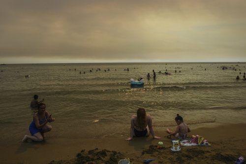 Dunkle Wolken über dem Strand. Nicht für alle Urlauber in der Türkei blieben die Brände ohne Folgen.AFP